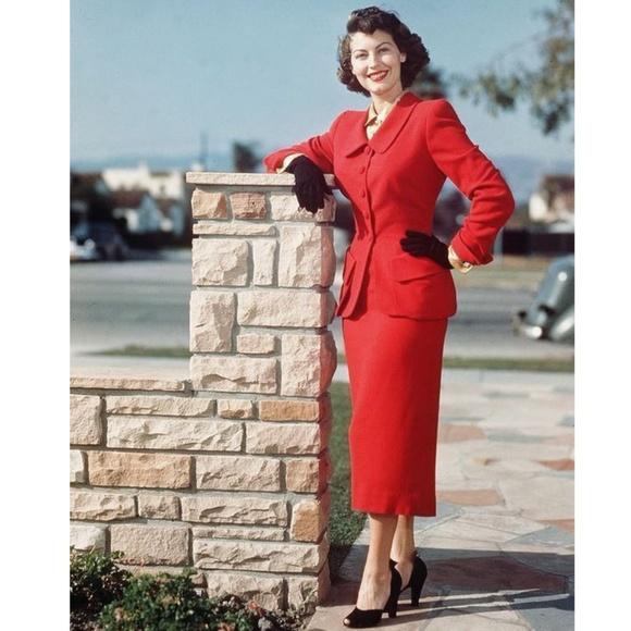 Larry Levine Dresses   Skirts - LARRY LEVINE Women s Red 2 Piece Skirt Suit  ... ce43008456